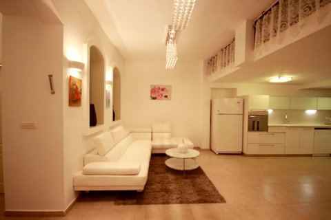 21.Luxury Rental 3BR House  image 3