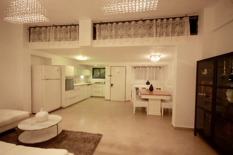 21.Luxury Rental 3BR House  image 2