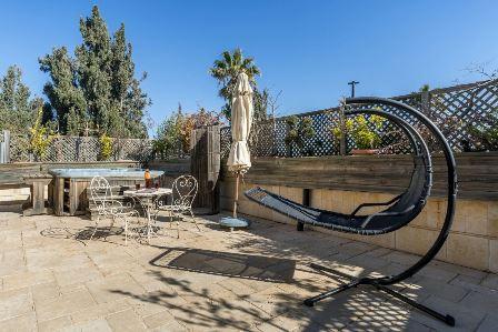 31.Luxury Villa Rechavia 8 BR image 2