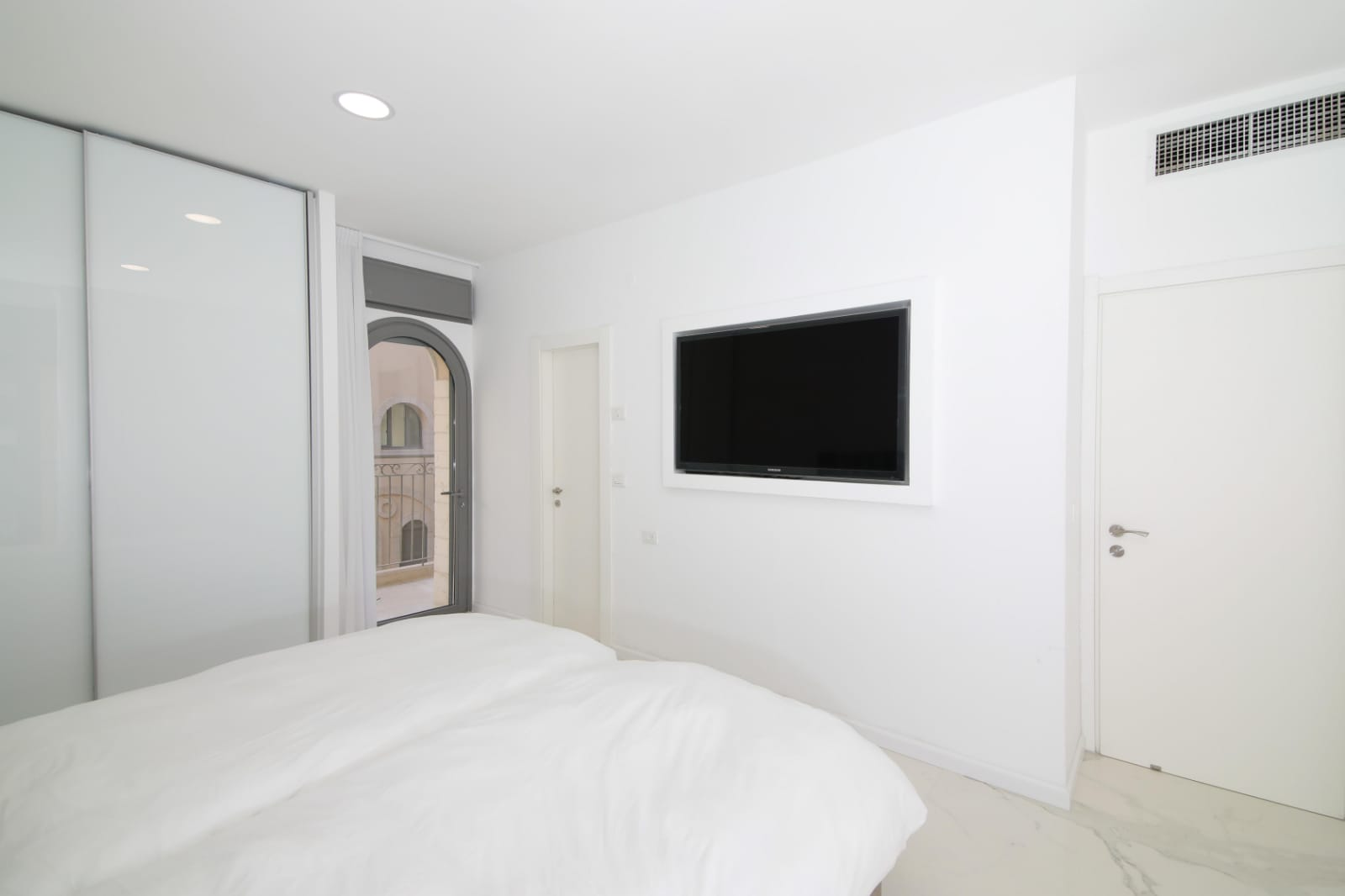 2.New 4 BR Luxury City Rental  image #7