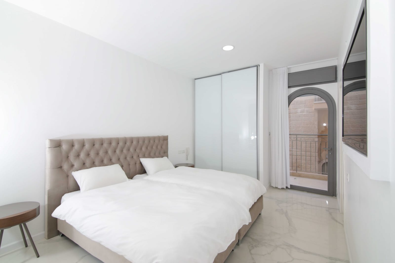 2.New 4 BR Luxury City Rental  image #14
